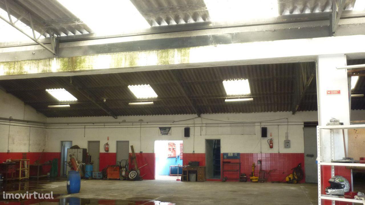 Oficina de reparação de automóveis com Alvará