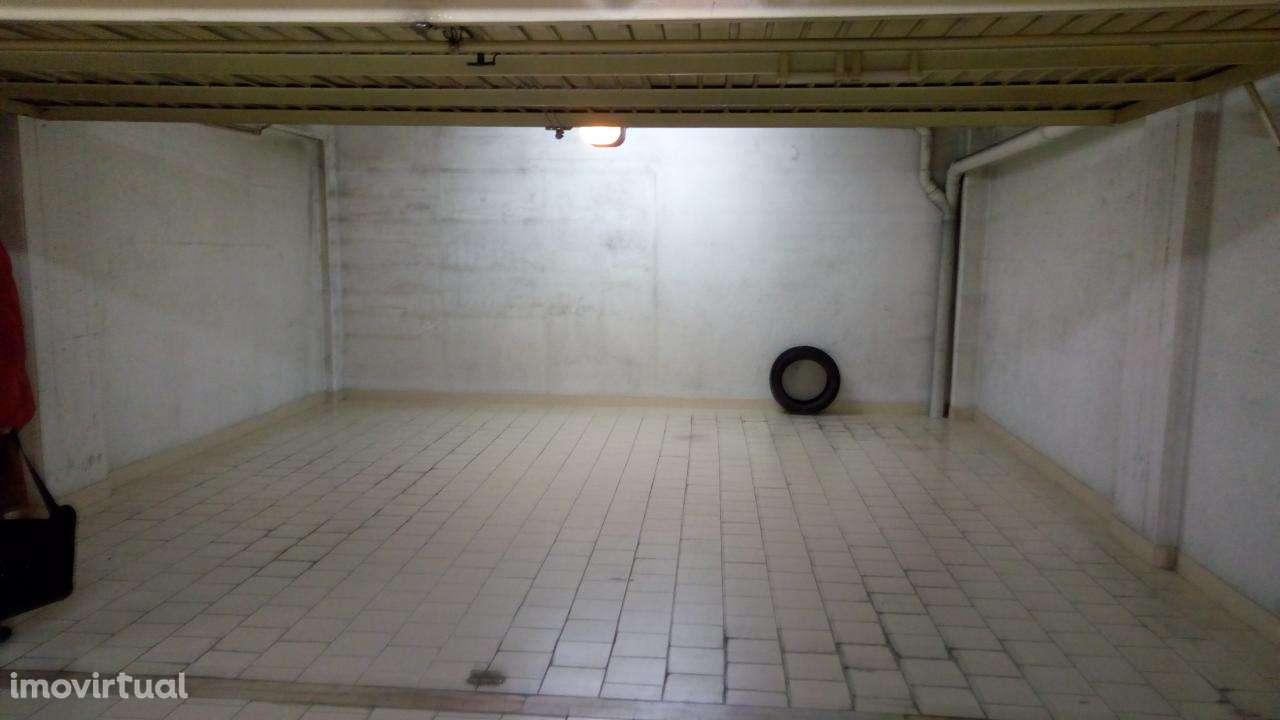 Garagem para arrendar, Rua de Sapadores, São Vicente - Foto 5