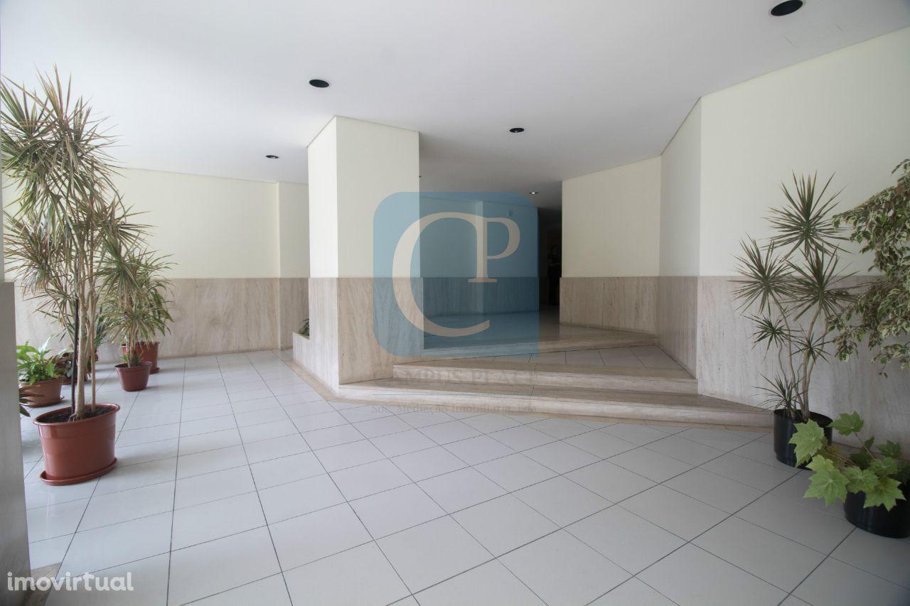 Apartamento T3 na R. Costa Cabral