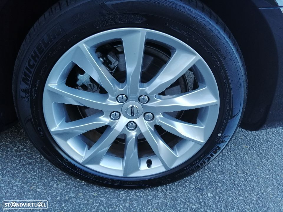 Volvo V90 2.0 T8 Momentum Plus AWD Geartronic - 23