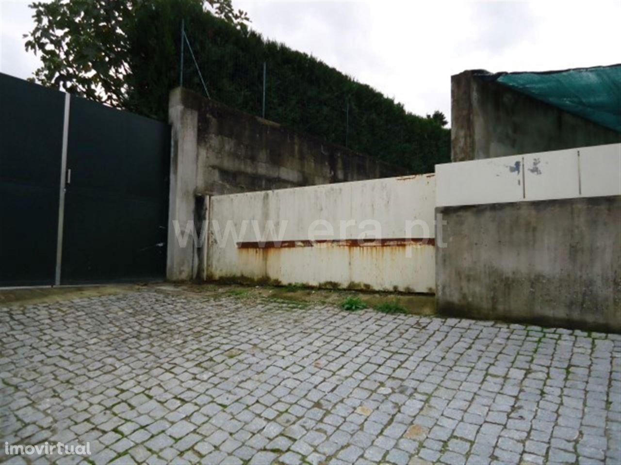 Terreno com viabilidade de construção com 757 m2 em Cepães
