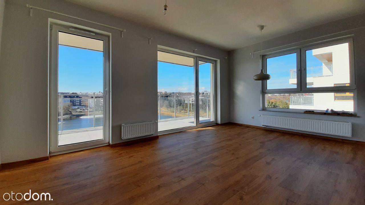 Słoneczny apartament z widokiem na wodę