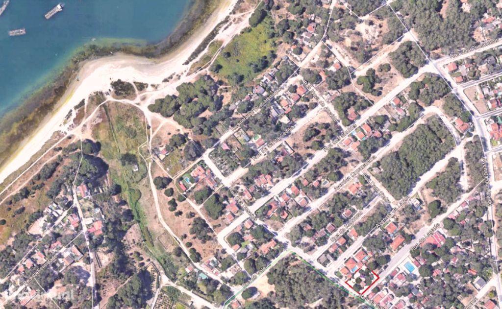 Lagoa de Albufeira! Para moradia térrea isolada!