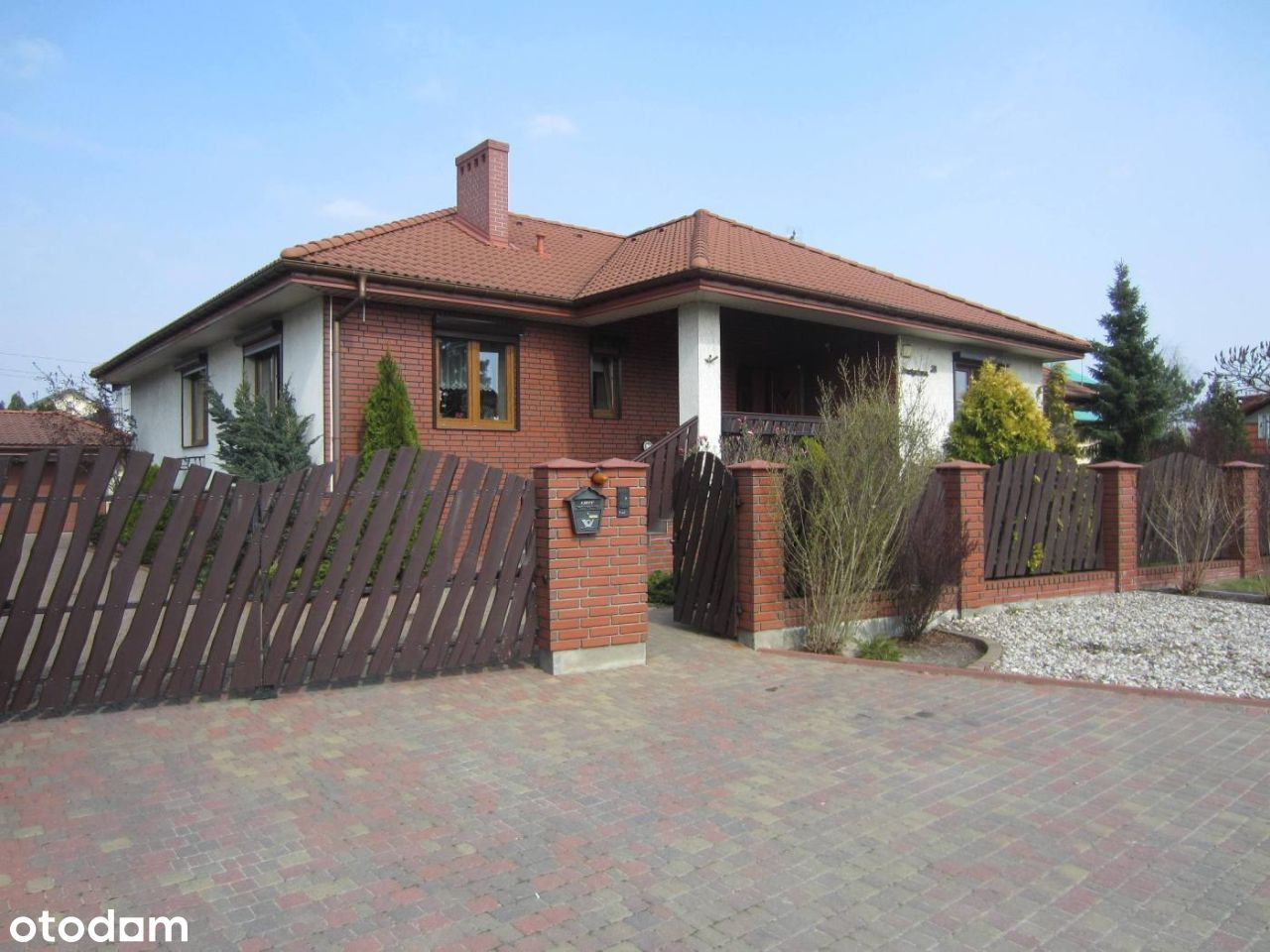 Na sprzedaż dom parterowy + piwnica, garaż, Konin