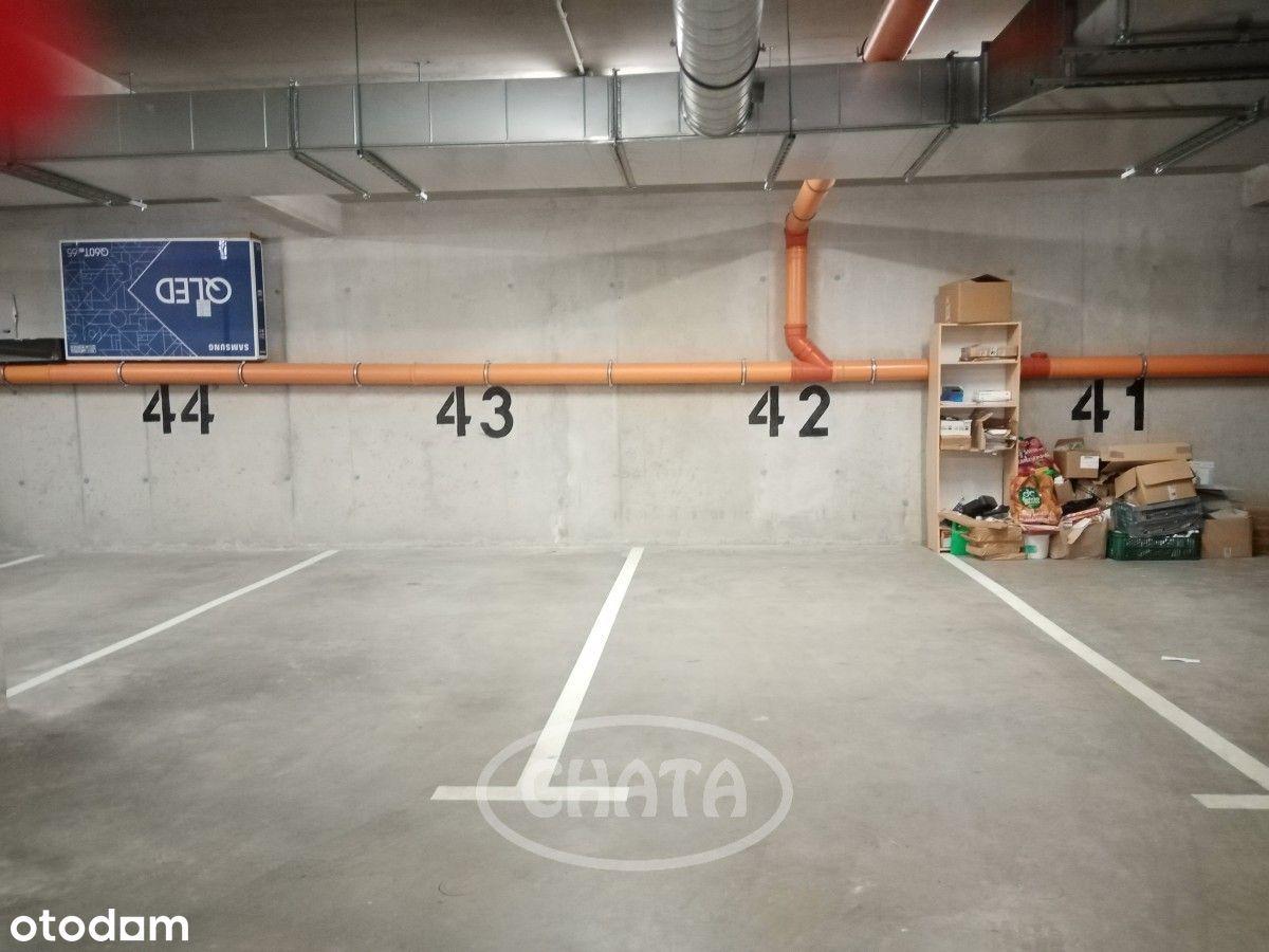 Miejsce postojowe w garażu.