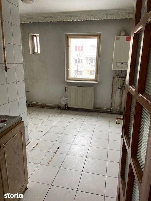 Bd Republicii, vand apartament 3 camere, decomandat, etaj 1, necesita