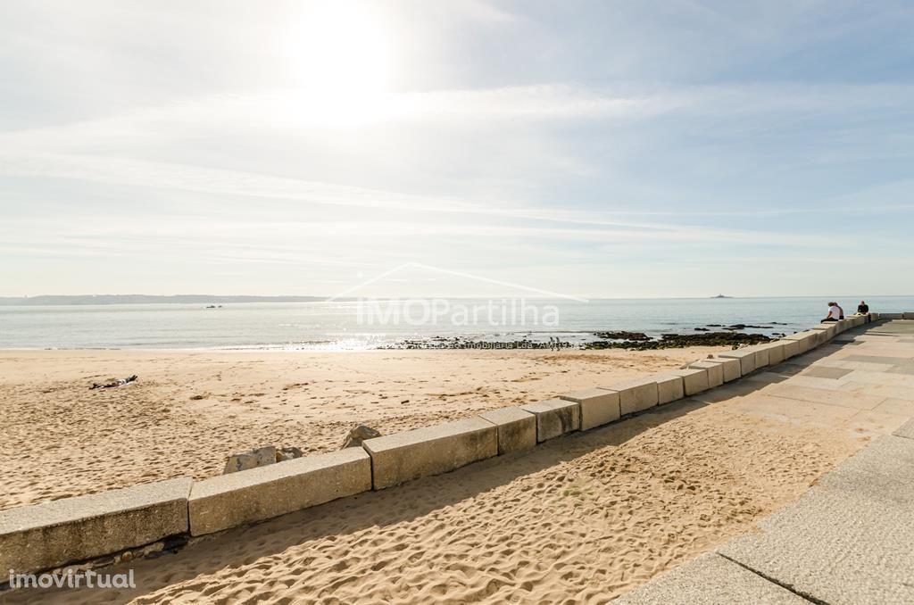 T0+1-Apartamento renovado e equipado, junto à praia de Paço de Arcos.