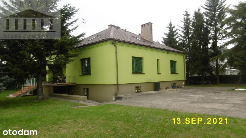 Dom wolnostojący na dużej działce