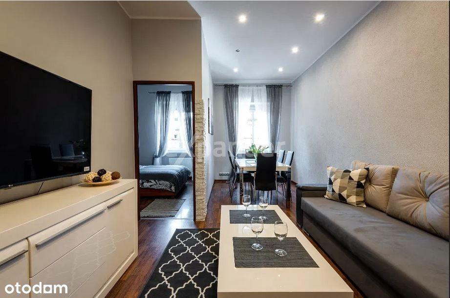 Rynek, apartament 3 pokoje, piękna kamienica