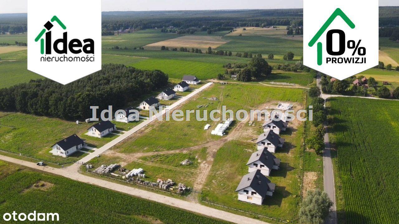 Nowe osiedle domów jednorodzinnych przy lesie