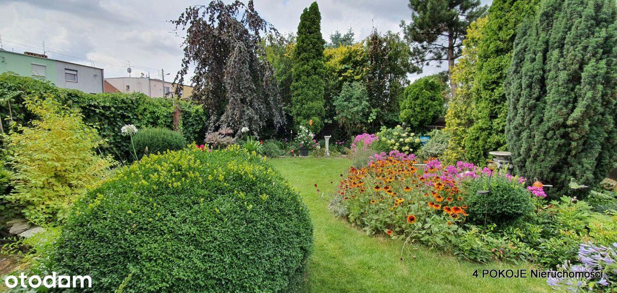 Dom z pięknym ogrodem i tarasem