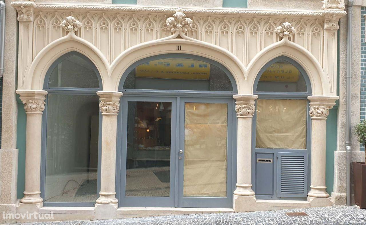 Arrendamento lojas c/75 mts2 e 50 mts2 -junto ao TEATRO RIVOLI