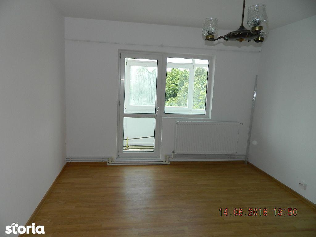 Inchiriez apartament 2 camere, nemobilat, zona Republicii Aeroport