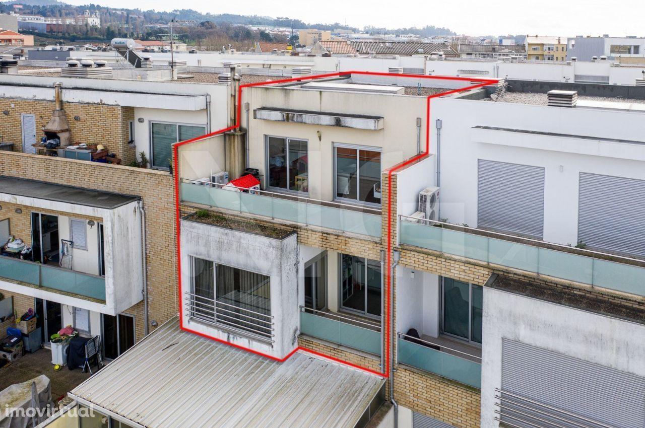 T4 duplex com varandas e garagem fechada em Ermesinde