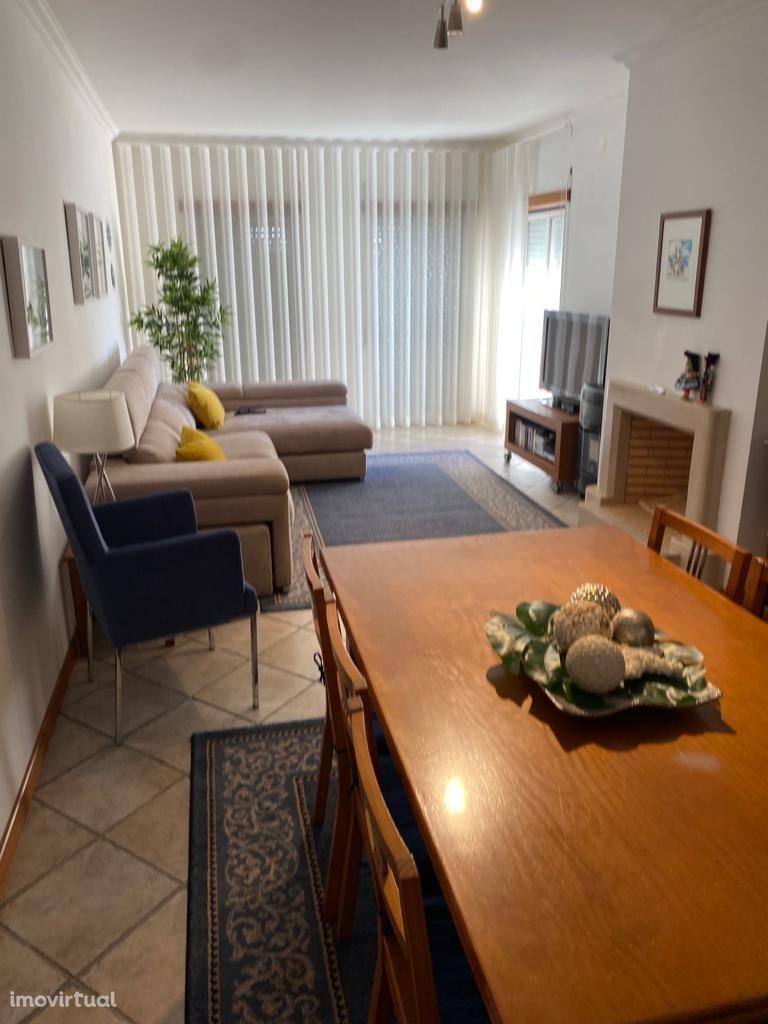 Apartamento T2 / Lugar Garagem / Vista Mar