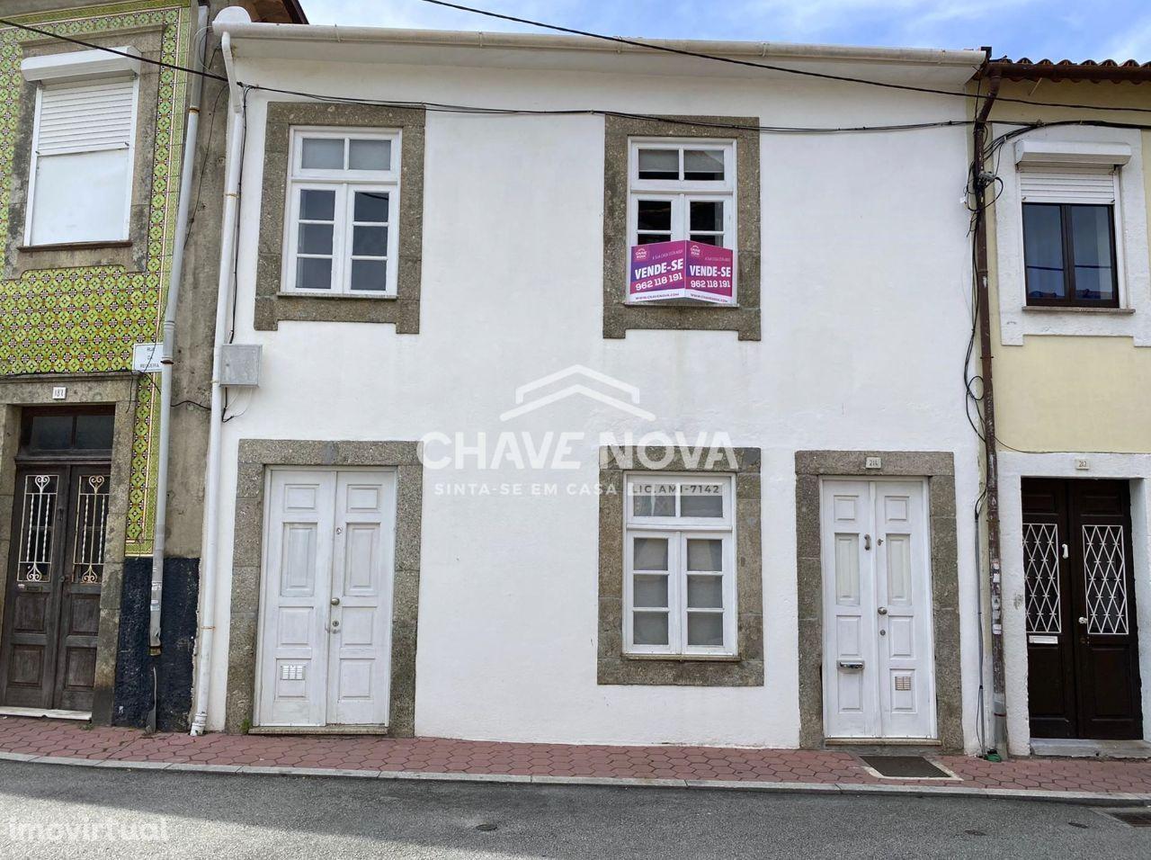Moradia em Banda T2 Remodelada em Santa Marinha (Coimbrões)
