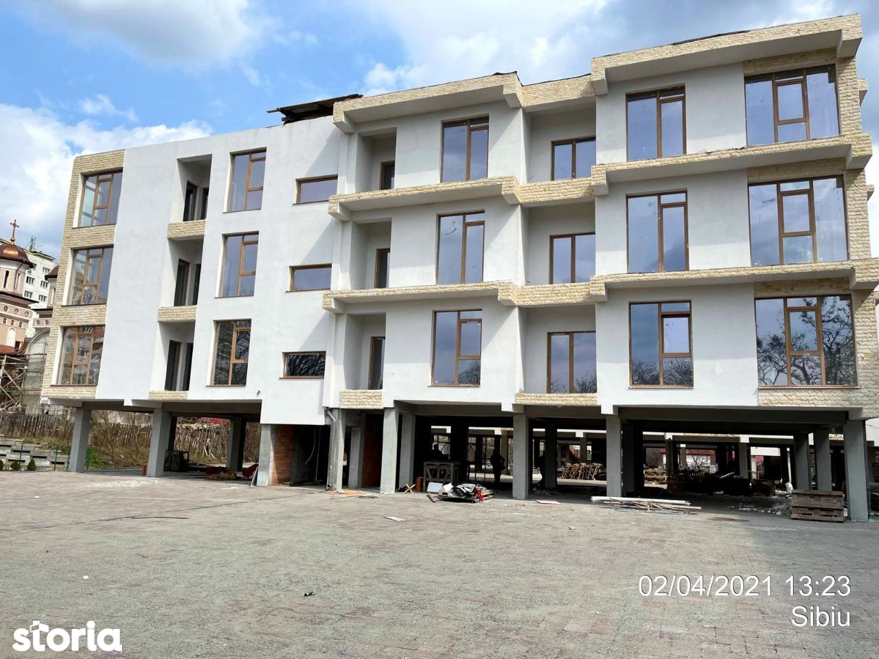 Etaj 2 Apartament 2 camere+ parcare McDonald's in spate la El Gringo