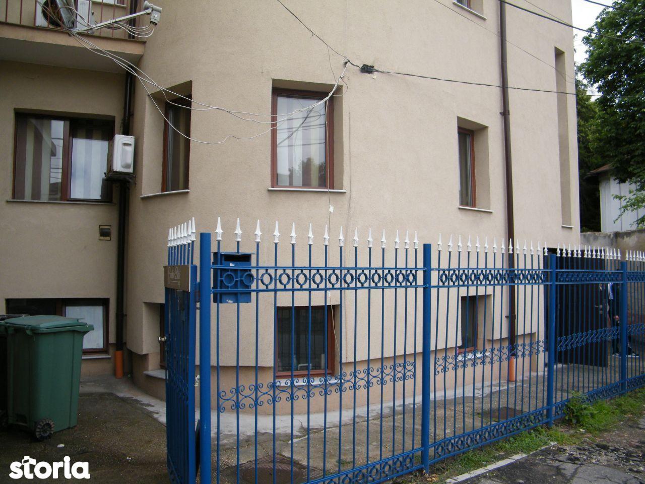 Cladire birouri zona centrala Biserica Madona Dudu
