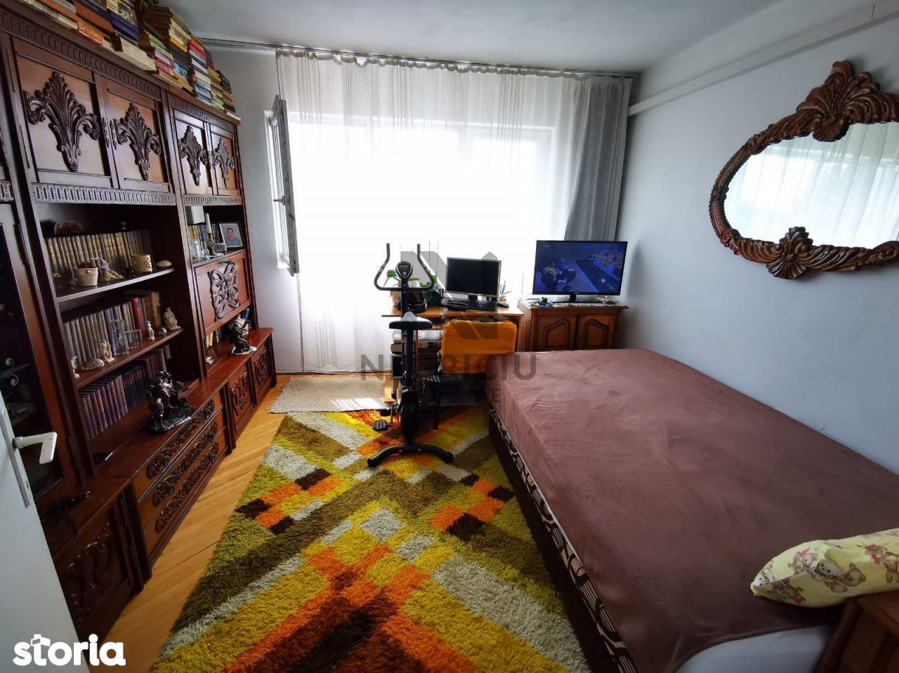 Apartament 2 camere, decomandat, etaj 4/4, zona Dacia