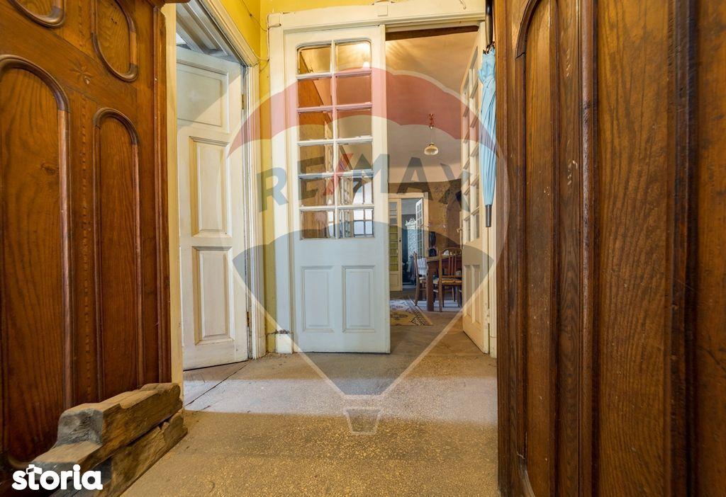 Apartament + pod mansardabil, 272mp  utili vila interbelica Berthelot