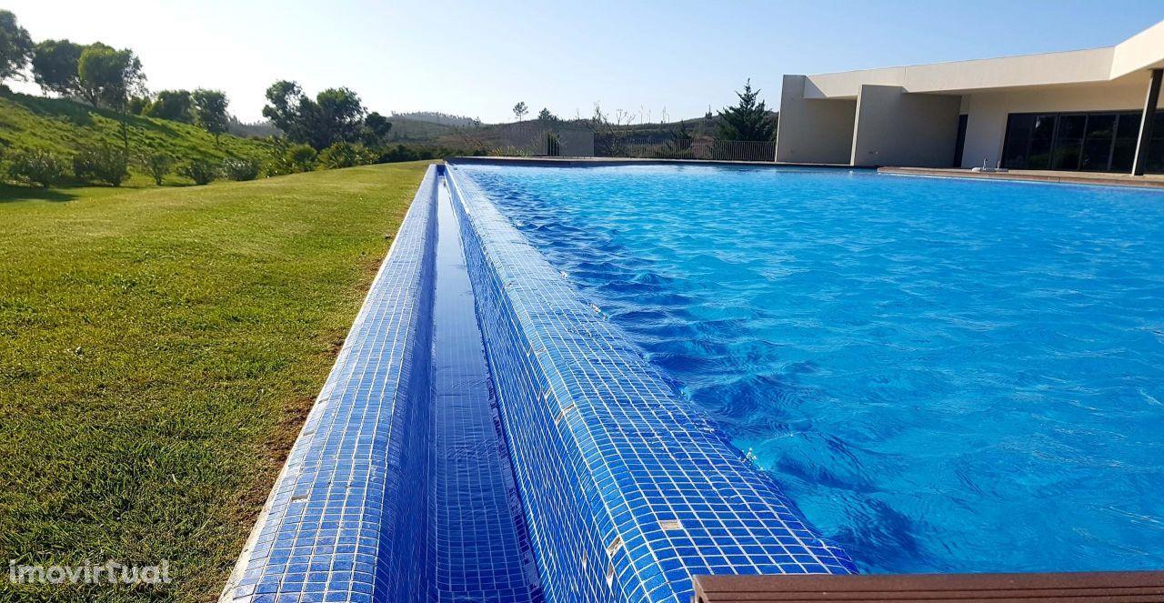 VENDA - Apartamento de areas generosas t1 com piscina - racing track