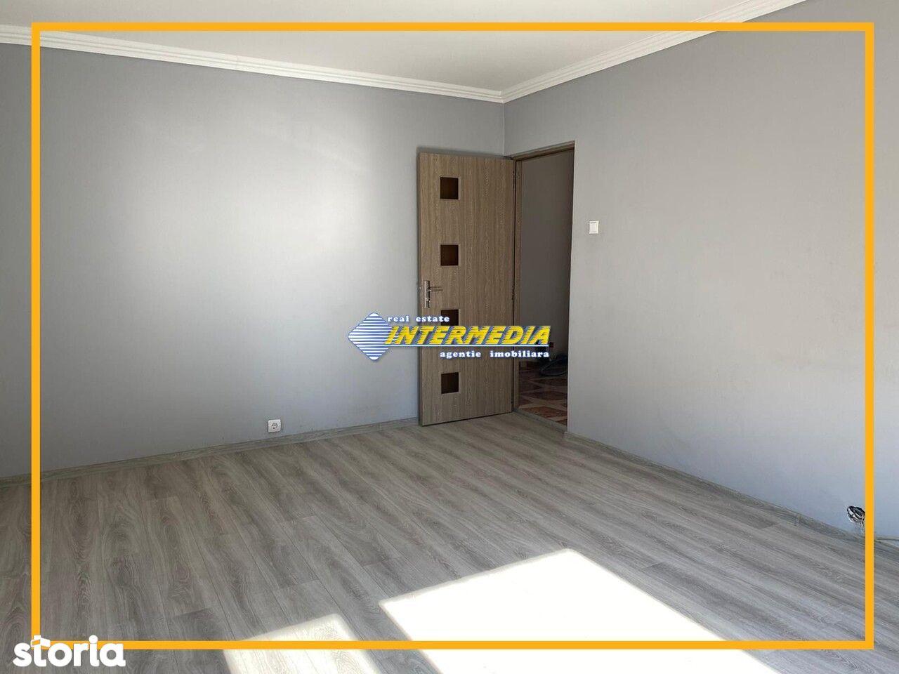 Apartament 3 camere decomandat 2 bai balcon finisat de vanzare  zona