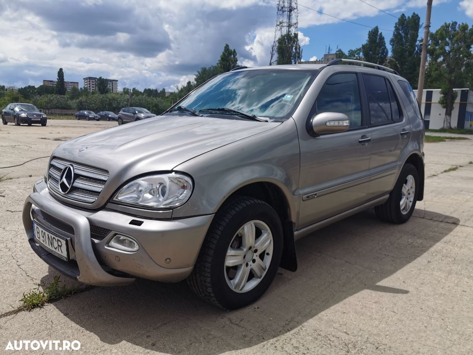 Mercedes-Benz ML ML270 - 2
