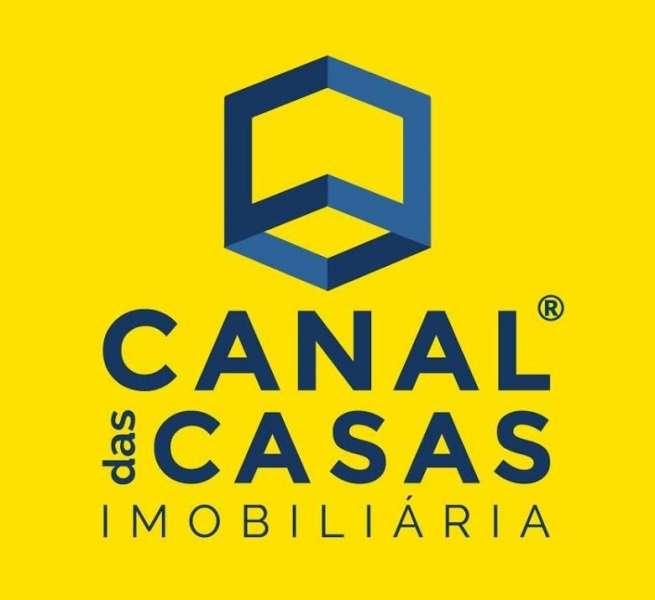 Este apartamento para comprar está a ser divulgado por uma das mais dinâmicas agência imobiliária a operar em Carnaxide e Queijas, Lisboa