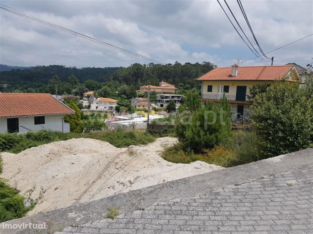 Terreno para construção com 565 m2 em Estorãos