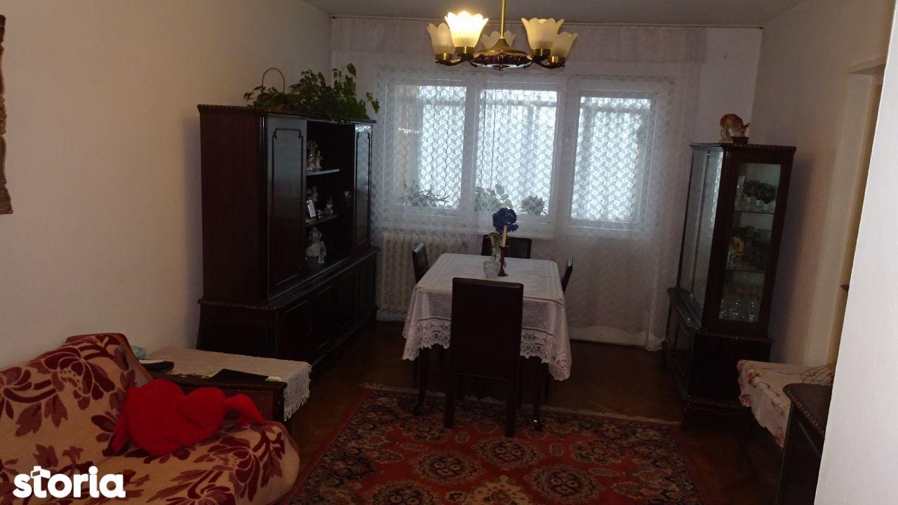 Vand apartament cu 3 camere in Deva, zona Minerului, intrari separate,