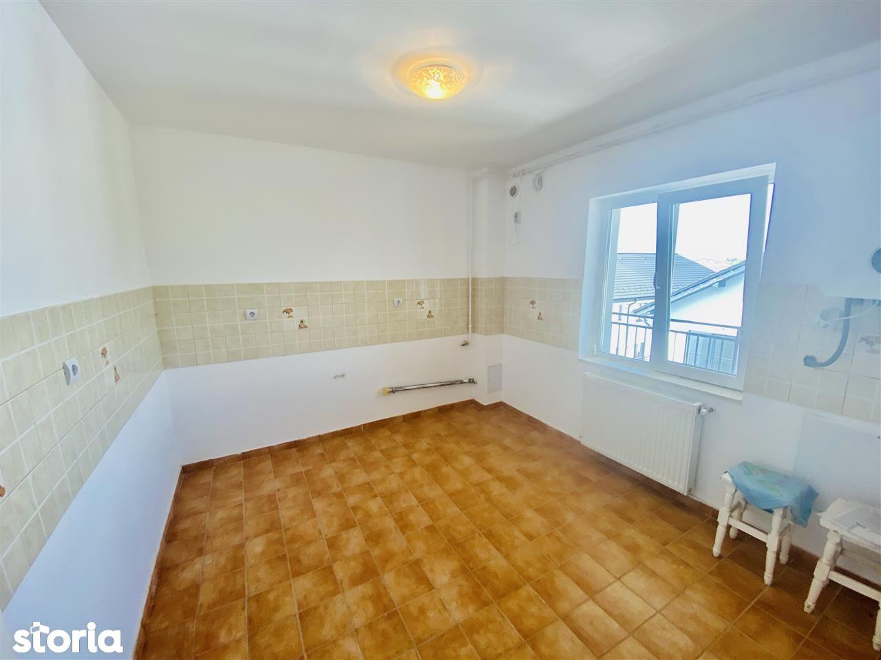 Ap. cu 4 camere - balcon, decomandat - PICTOR BRANA