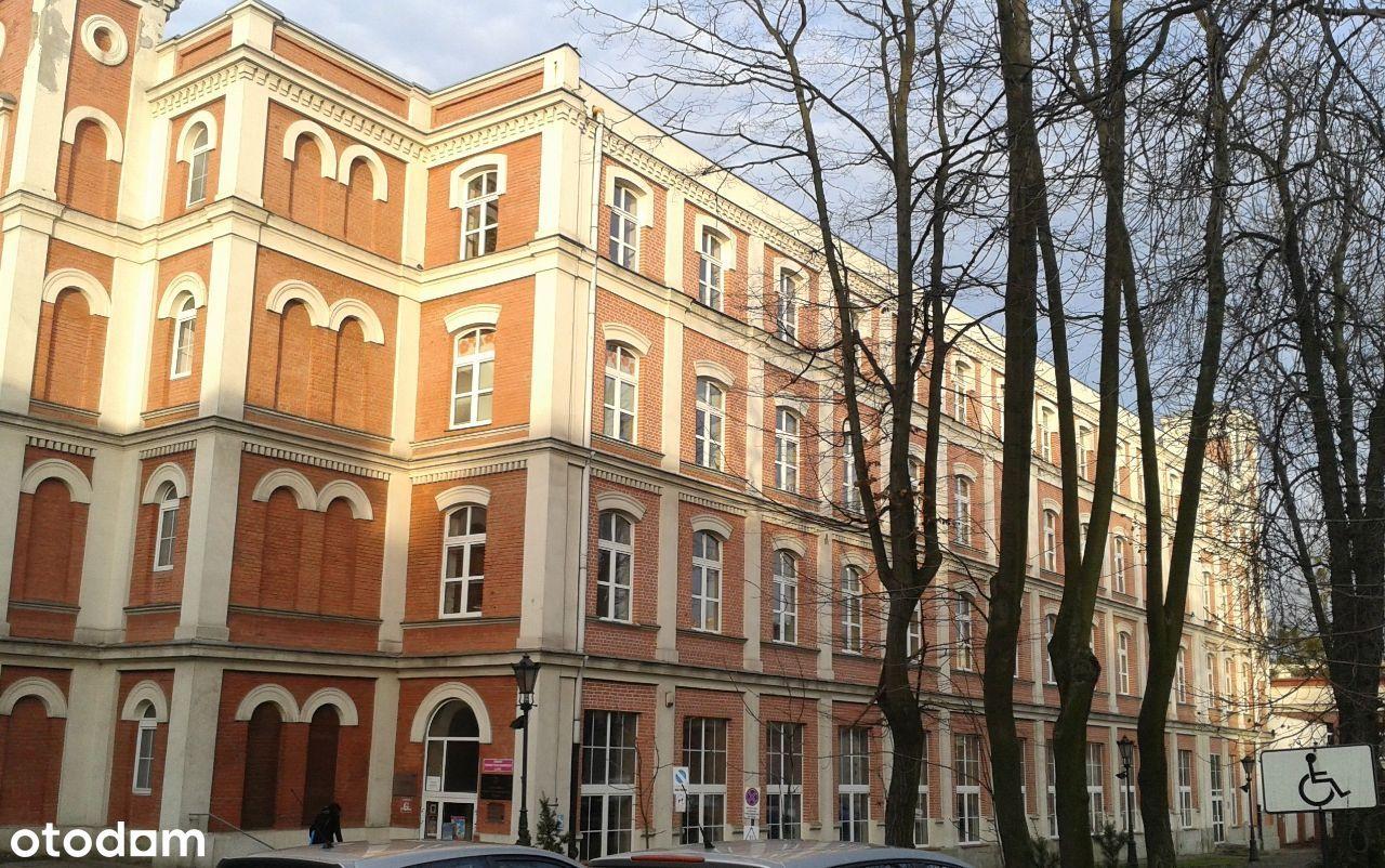 Biuro w centrum miasta z parkingiem