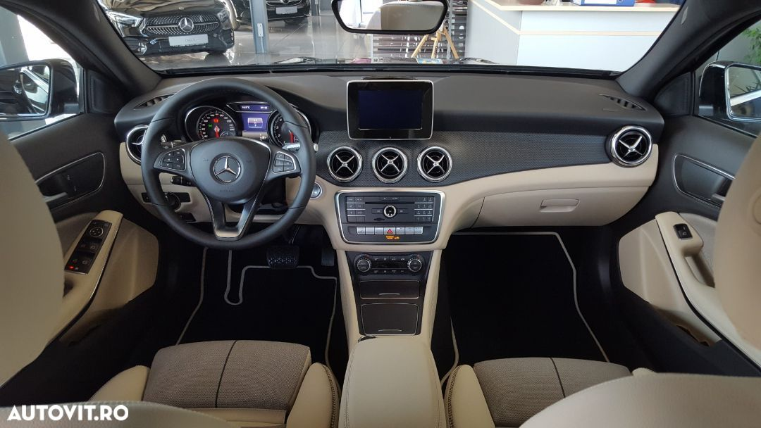 Mercedes-Benz GLA 180 - 15