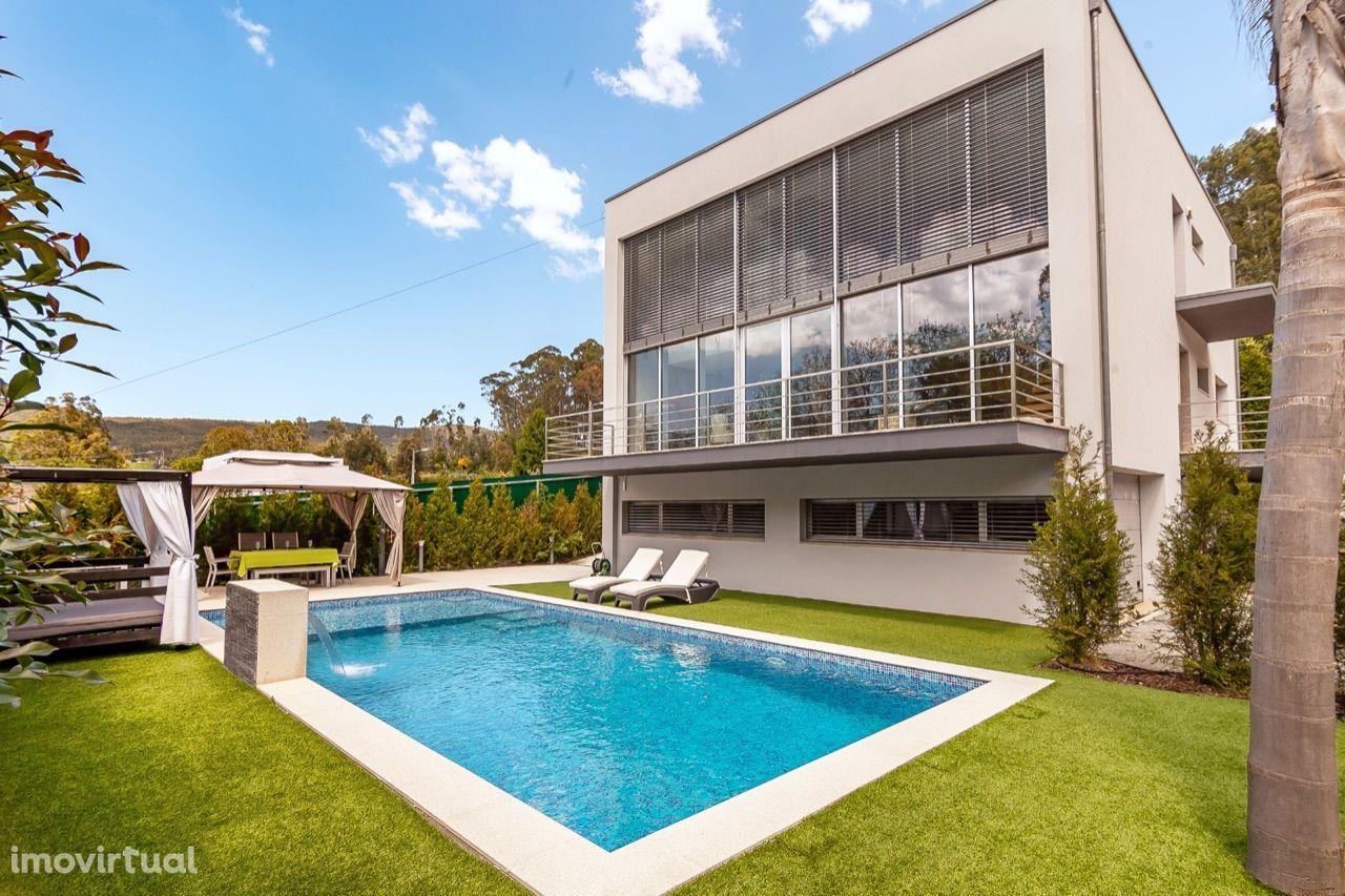 Magnífica moradia T5, arquitetura contemporânea, piscina deslumbrante