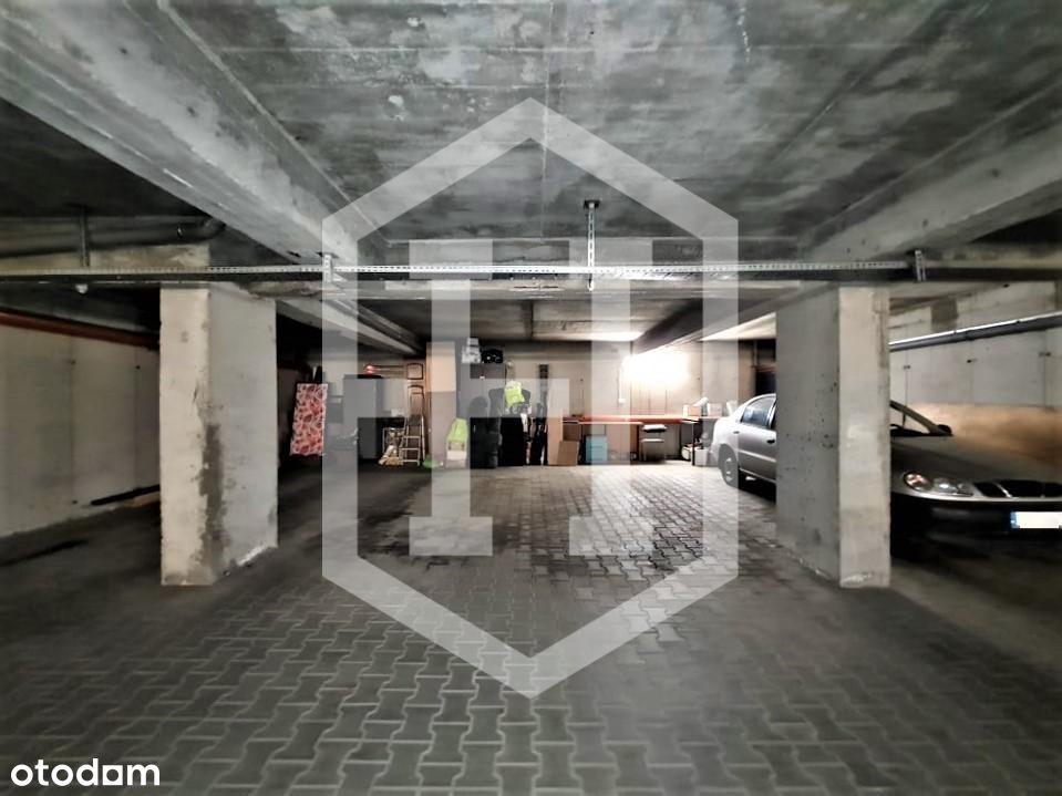 Miejsce parkingowe przy ul. Słomczyńskiego