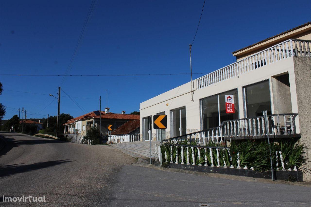 Prédio Habitação + Comércio - Moitas Venda, Alcanena