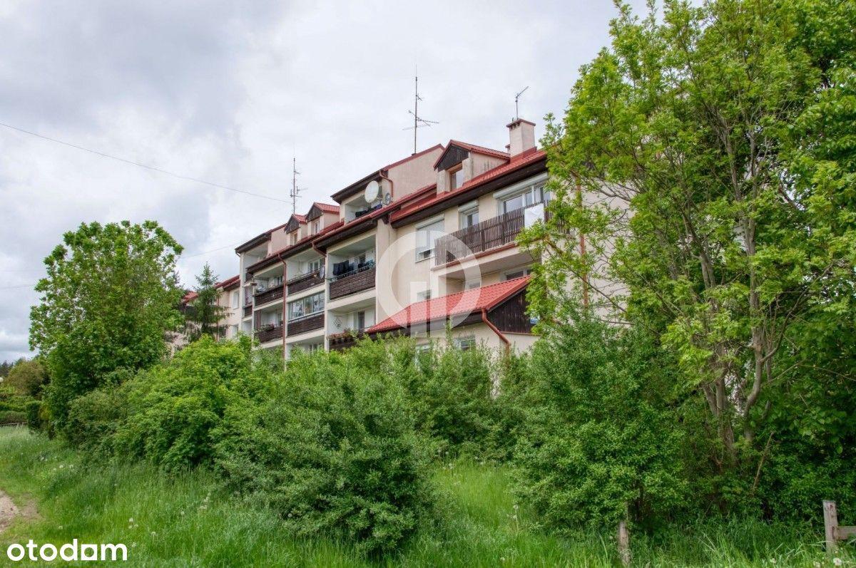 Zielony zakątek otoczony lasem, duży balkon
