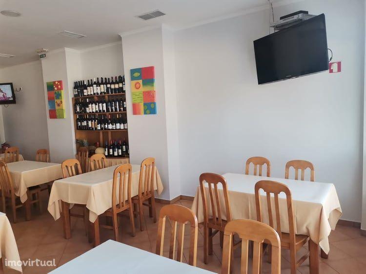 Restaurante com 240 m2 em funcionamento , no Barreiro.
