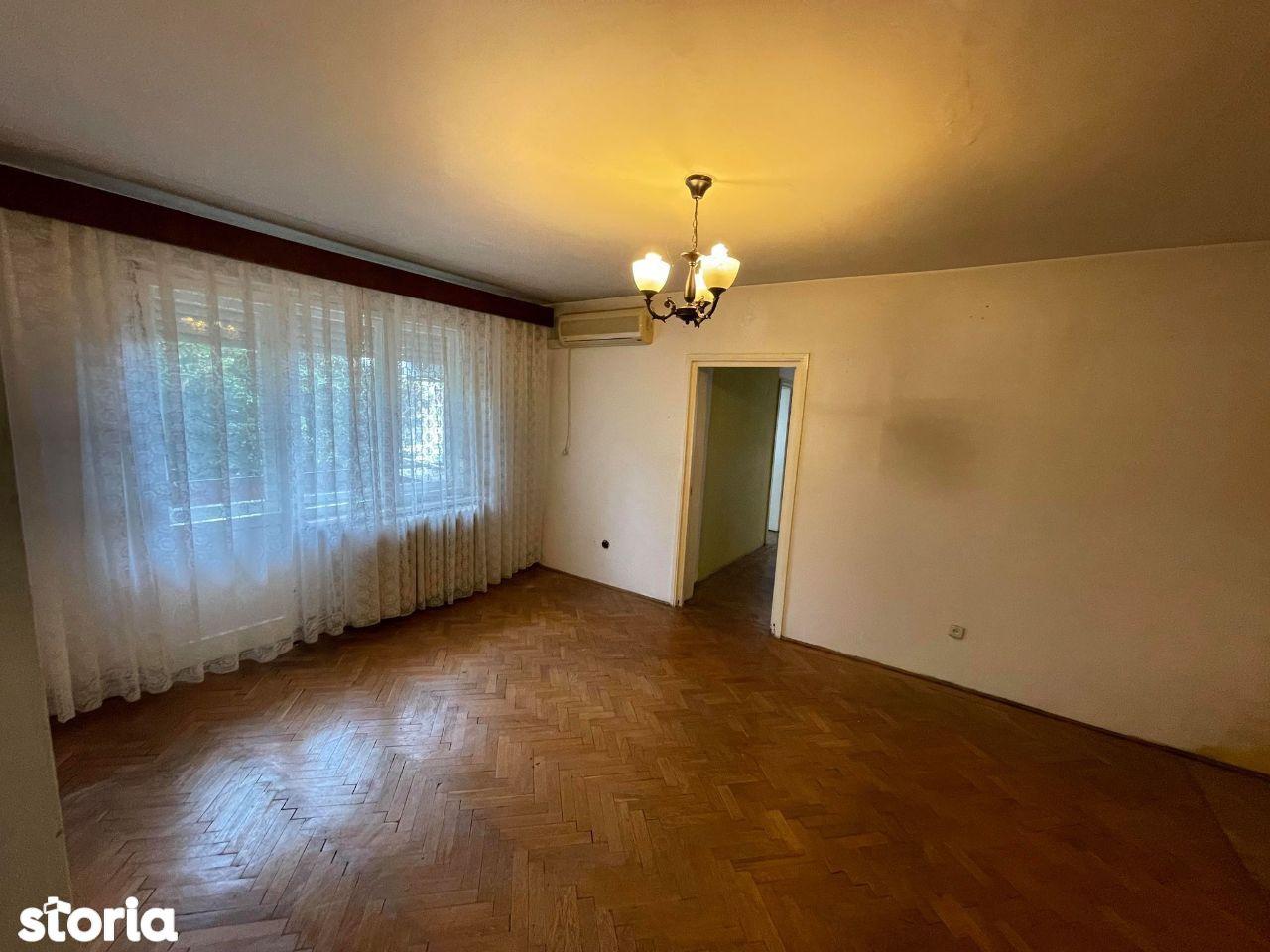 Apartament 4 camere cu garaj Semicentrala , zona Hotel Sport
