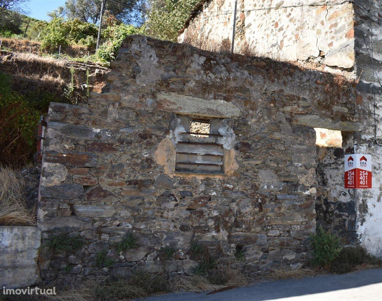Terreno com ruína, Lugar da Quintã - Peso da Régua