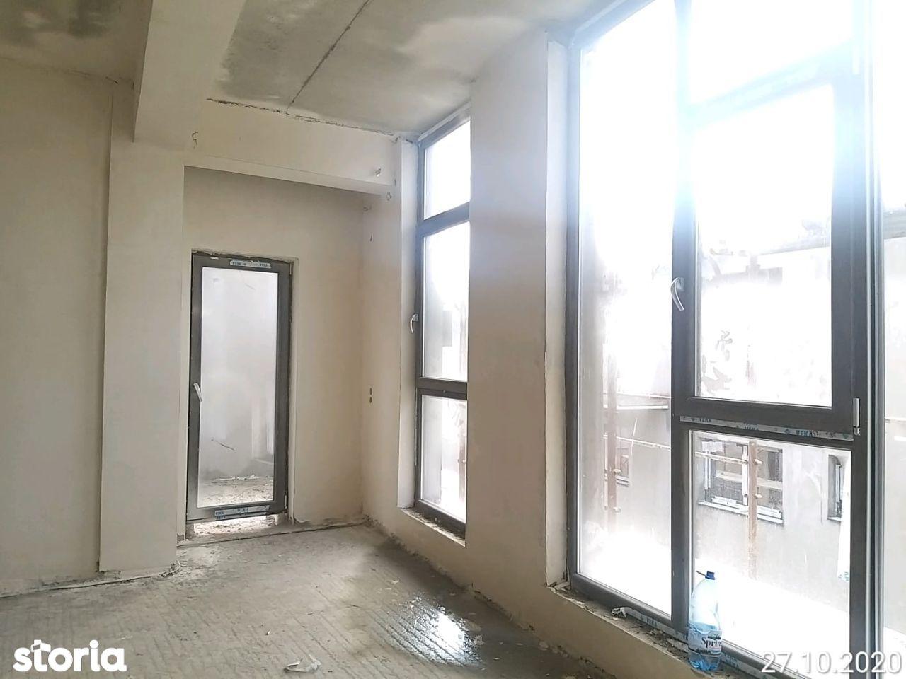 CONSTRUCTOR vand apartament 3 camere. 2 Bai, Etaj 2