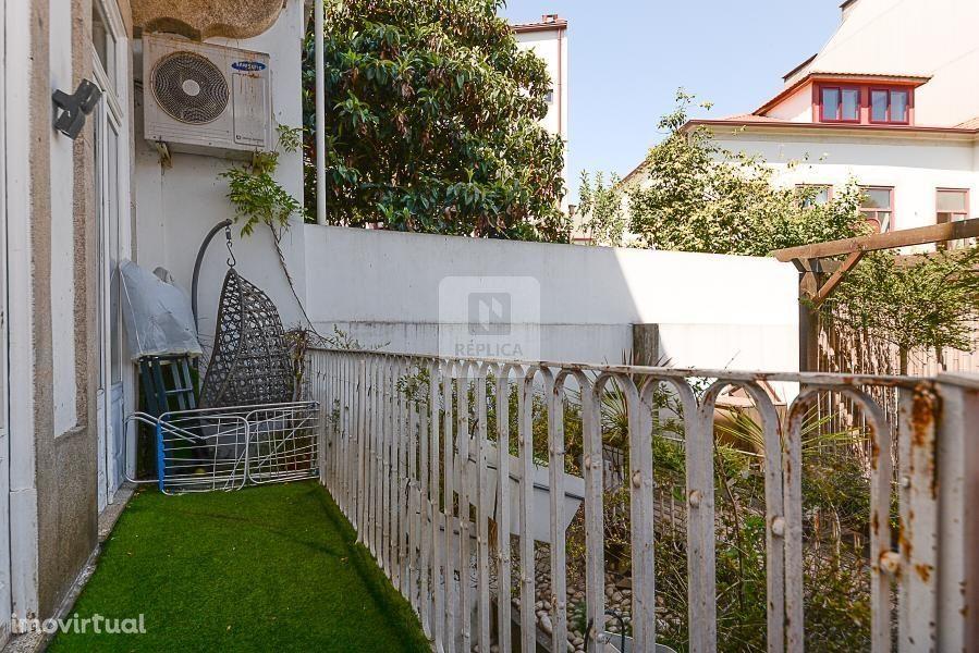 Apartamento T2 Duplex com varanda e jardim ao Bonfim