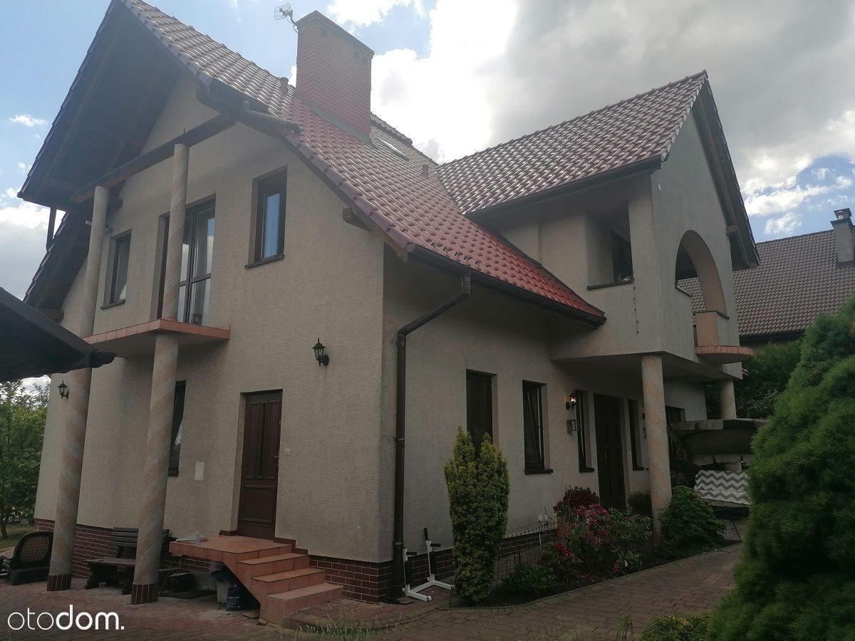 Dom położony w miejscowości Michałowice