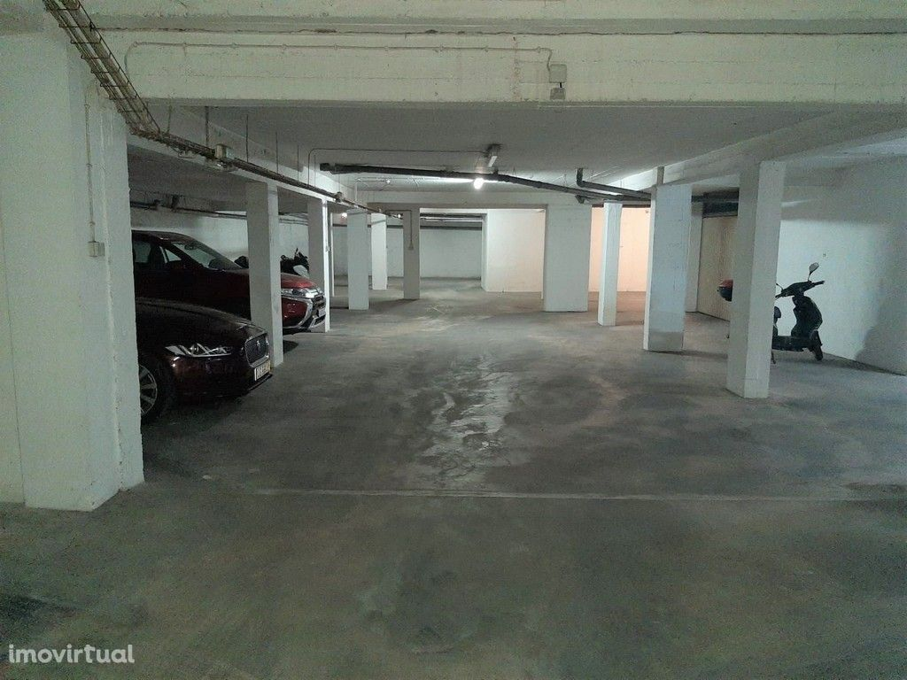 Lugar de garagem na Av. Sporting Clube Olhanense, Olhão