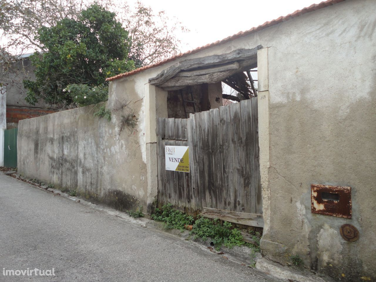 Moradia para Reconstruir com Terreno no centro de Alfarelos