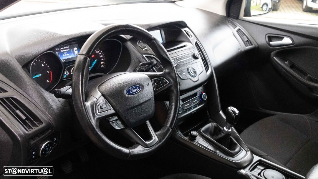 Ford Focus SW - 17