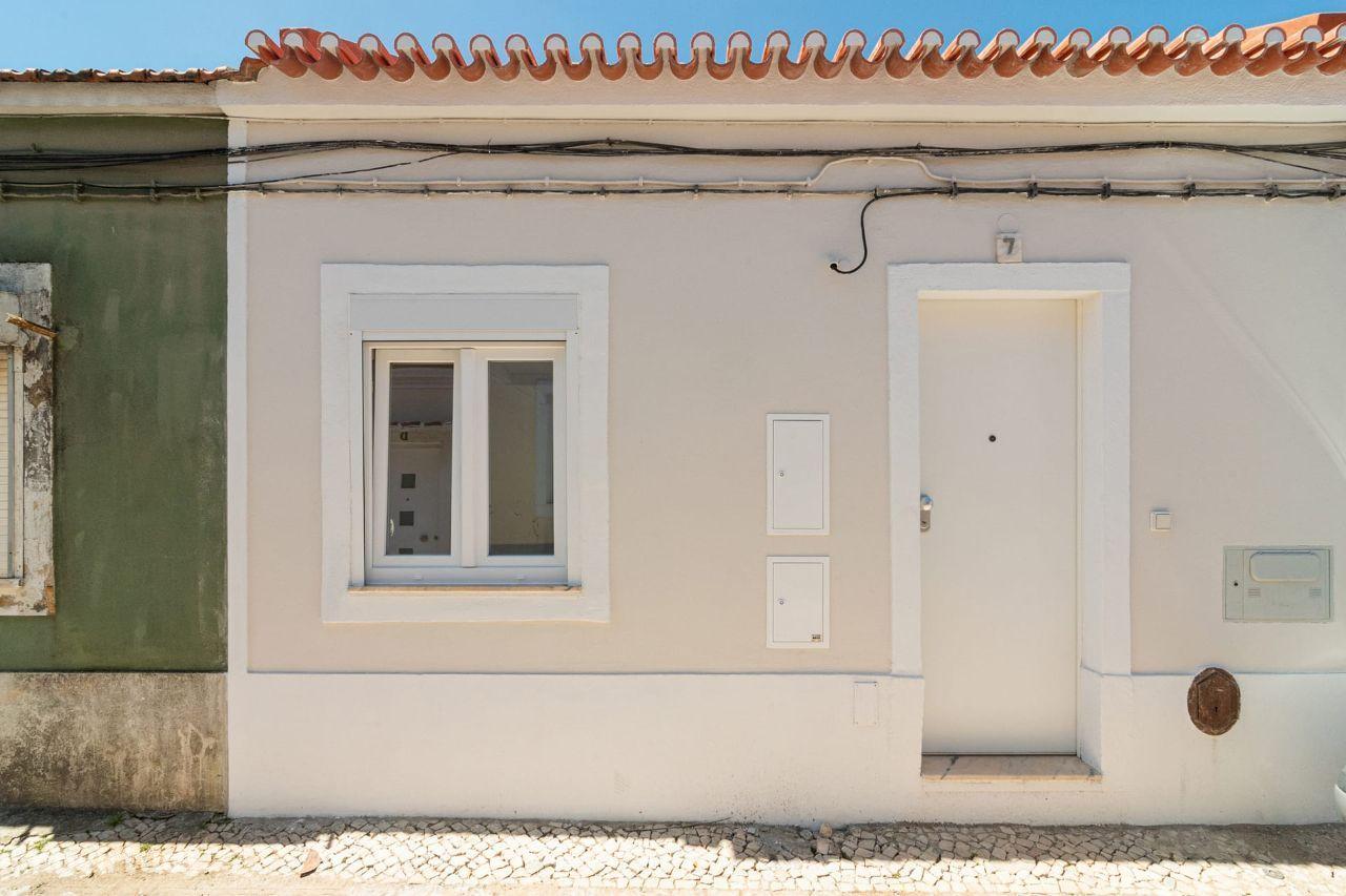 Pequena moradia com terraço