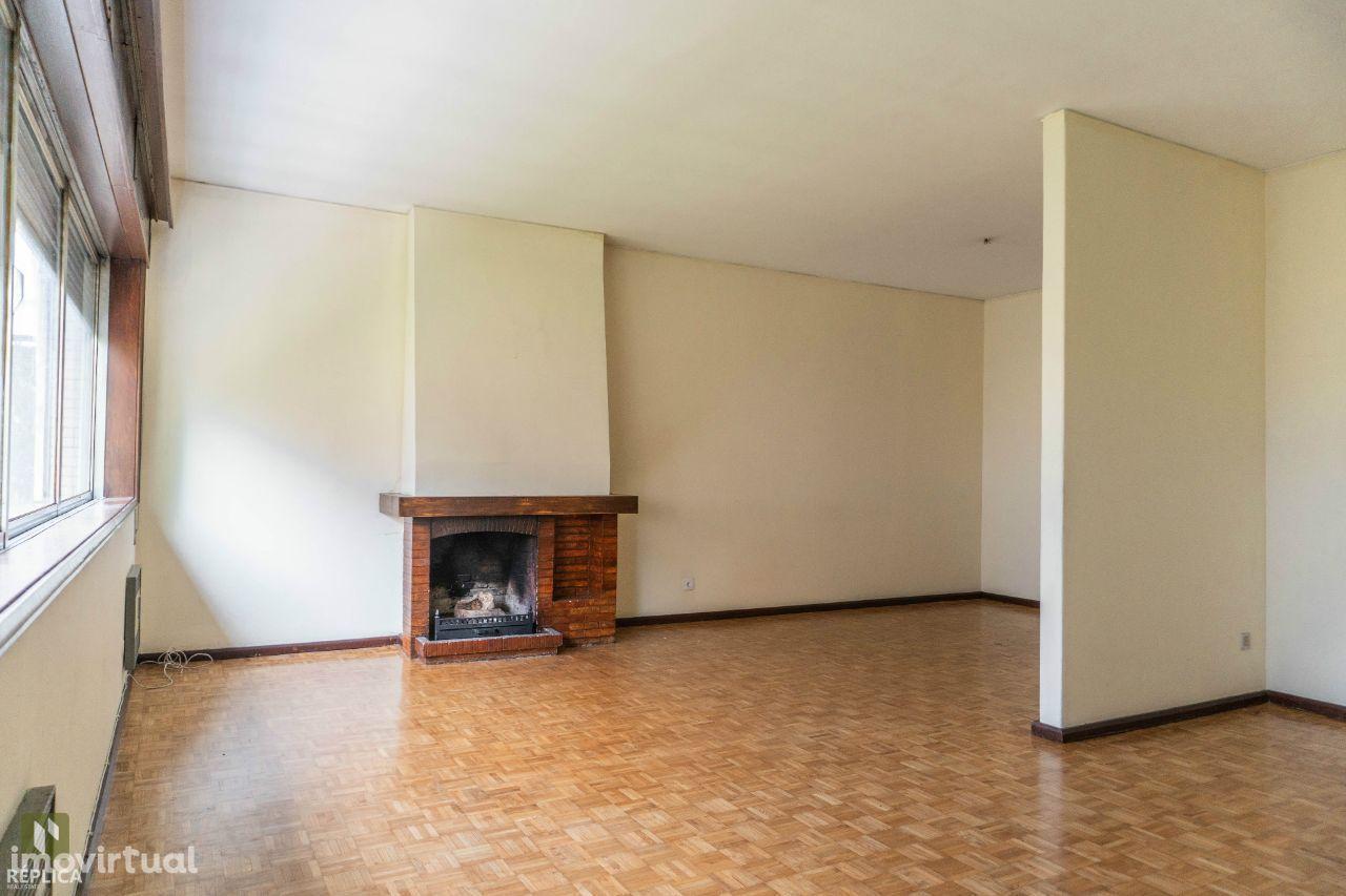 Apartamento T4+1 junto ao Jardim de Arca D´Água