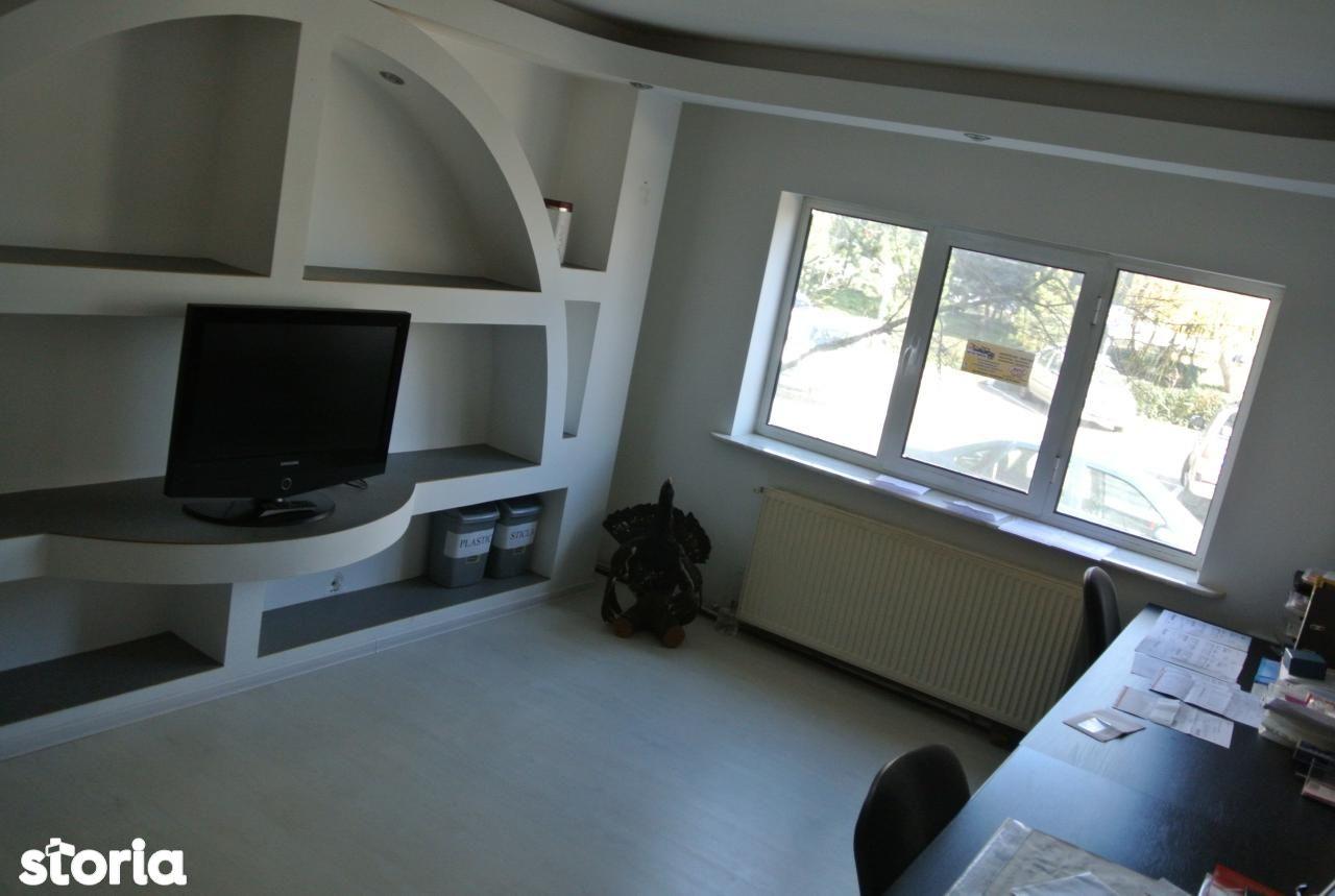 3 camere Bere , Decomandat , centrala / balcon / finisaje medii !