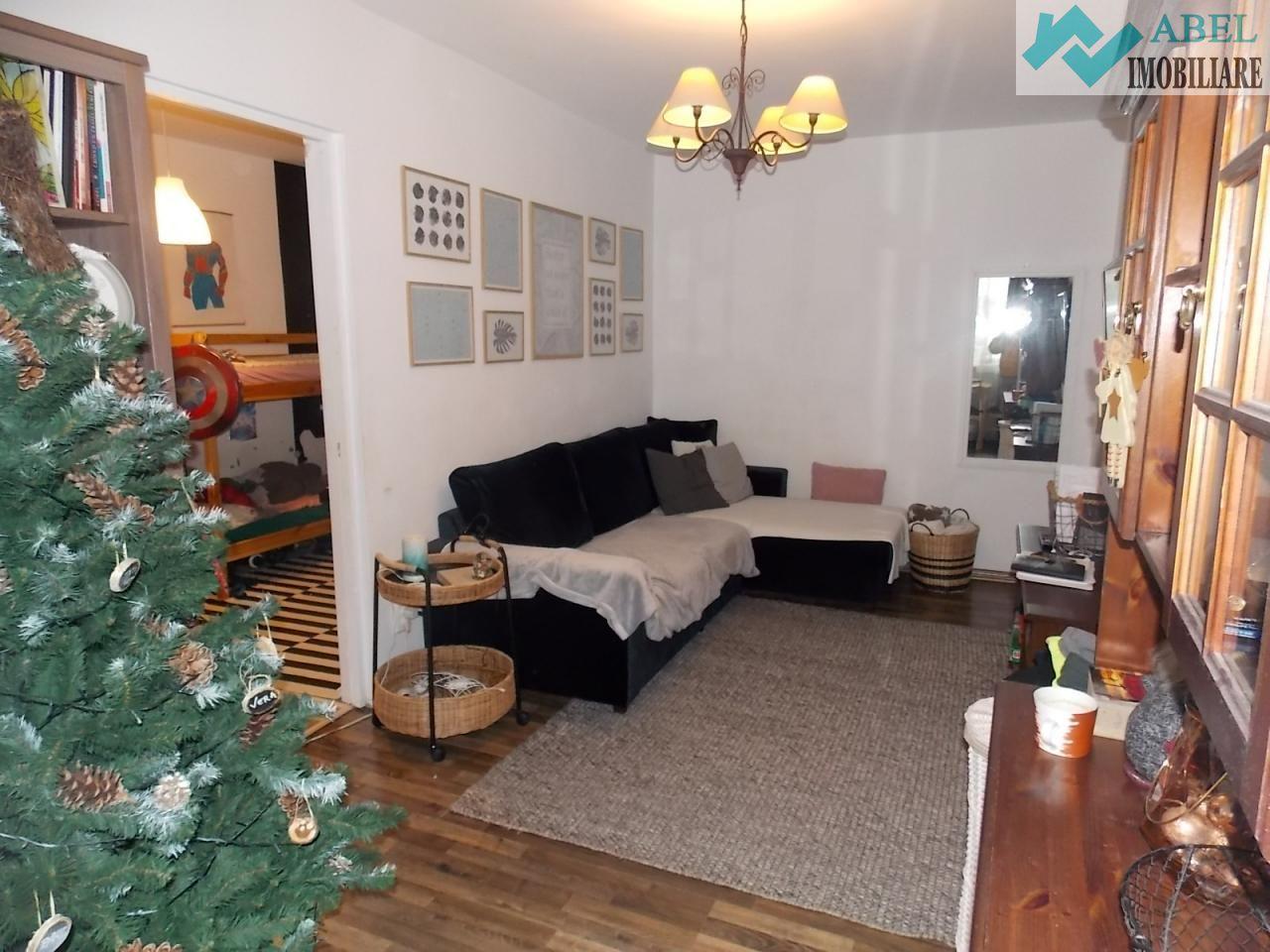 Apartament 3 camere Deva 50mp Etaj 1 zona Dacia colț cu Bălcescu